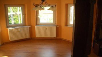 Günstige, gepflegte 3-Zimmer-DG-Wohnung mit EBK in Bad Elster