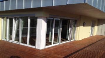 Stilvolle, geräumige und neuwertige 4-Zimmer-Penthouse-Wohnung mit Balkon und EBK in Würzburg
