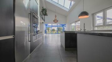 RE/MAX - *RESERVIERT* Großzügiges Einfamilienhaus mit besonderer Architektur in Klettgau