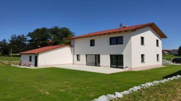 Wir errichten auf Ihrem Grundstück: klassisch elegantes, lichtdurchflutetes Einfamilienhaus mit Satteldach