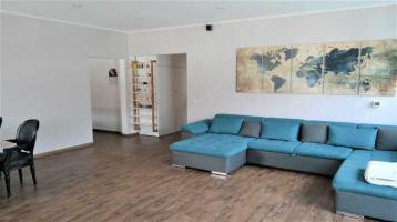Schöne neu renovierte 4 Zimmerwohnung mit 2 Südbalkonen, Einbauküche & 2 Stellplätzen zu verkaufen!