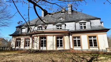 Denkmalgeschützte Villa mit idyllischem Garten und sehr viel Entwicklungspotenzial