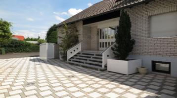 Exklusives 2 Familienhaus mit ausgebautem Souterrain in ruhiger Lage mit ca. 400 m² Wfl./Nfl.