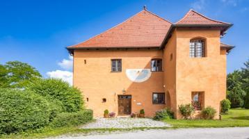 Schloss-Anwesen aus dem 16. Jahrhundert im Stil der Frührenaissance mit Gartenpark