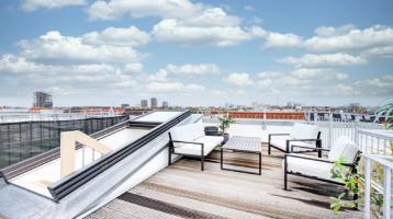 Premium saniertes Altbau-Penthouse mit Skyline-Terrasse im Boxhagener Kiez