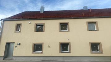 Attraktives frisch renovierte Doppelhaushälfte mit Garten zum Kauf in Zentrum von Sünching