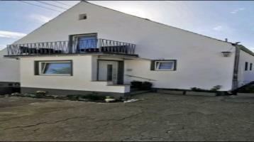 Einfamilienhaus mit Einliegerwohnung, Einbauküche, Jacuzzi, Koi-Fisch-Teich, Terrasse und Beauty-Salon zu verkaufen!
