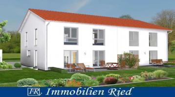 Neubau einer modernen Doppelhaushälfte in Bernbeuren mit Blick über die Wiesen und Felder