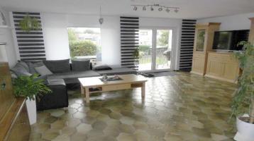 Charmante attraktive Doppelhaushälfte in Top Lage direkt in Oettingen ** Top modernisiert** ** mit Garage **