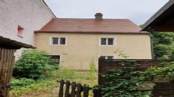 Sanierungbedürftiges Haus an der Stadtmauer mit schönem Grundstück zu verkaufen.