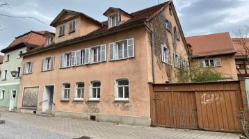 Sanierungsbedürftiges Herrenhaus in der Bad Windsheimer Innenstadt zu verkaufen! Denkmalschutz!