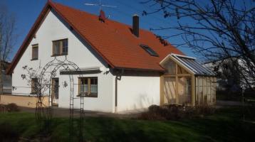 Einfamilienhaus mit 194 m² Wohnfläche mit großer Südterrasse und Wintergarten mit 3.004 m² Grundstück und mit einer Gewerbehalle mit 545 m² Nutzfläche