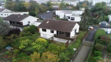 Platz, Charme & perfekte Lage! Einfamilienhaus mit ELW im Frauenland wartet auf nette Neubewohner!