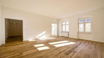 Parkett, neues Badezimmer, bezugsfrei: Sanierte Altbau-Eigentumswohnung mit Charme und Potenzial