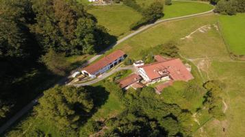 Tolle Hofstelle mit 5,4 Hektar arrondiertem Grund in sonniger Alleinlage und toller Fernsicht