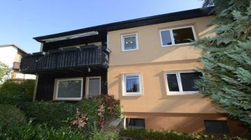 Freistehendes Zweifamilienhaus mit Garten, 2 Garagen und weitere PKW-Stellplätze in Mainbernheim