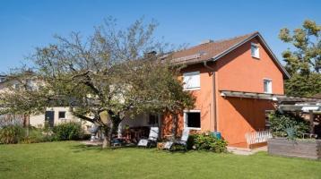 Gepflegte Doppelhaushälfte mit wunderschönem Garten in Top-Wohnlage von Traunreut