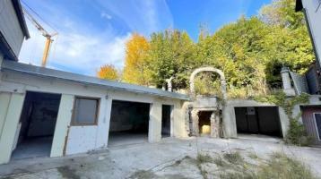 WOHNWELT IMMOBILIEN: Renovierungsbedürftiges 2FH mit 4 Garagen und genehmigten Bauplan