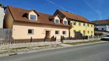 Doppelhaus mit großem Garten und Doppelgarage zu verkaufen!